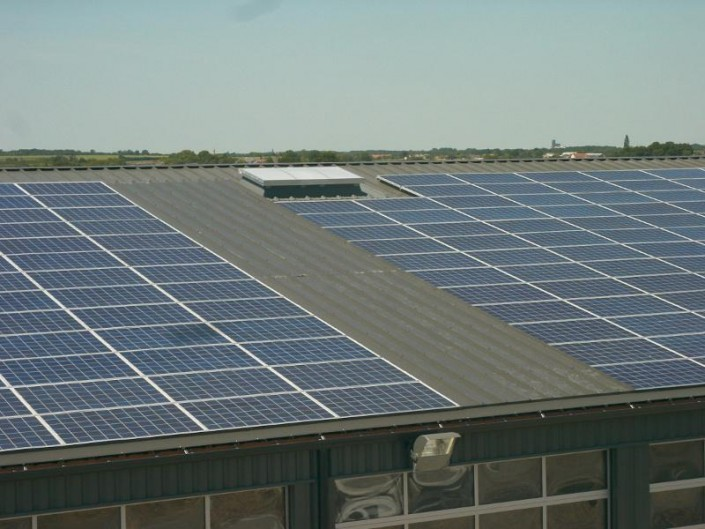 Installation photovolta que sur bacs aciers l 39 unit for Garage photovoltaique gratuit
