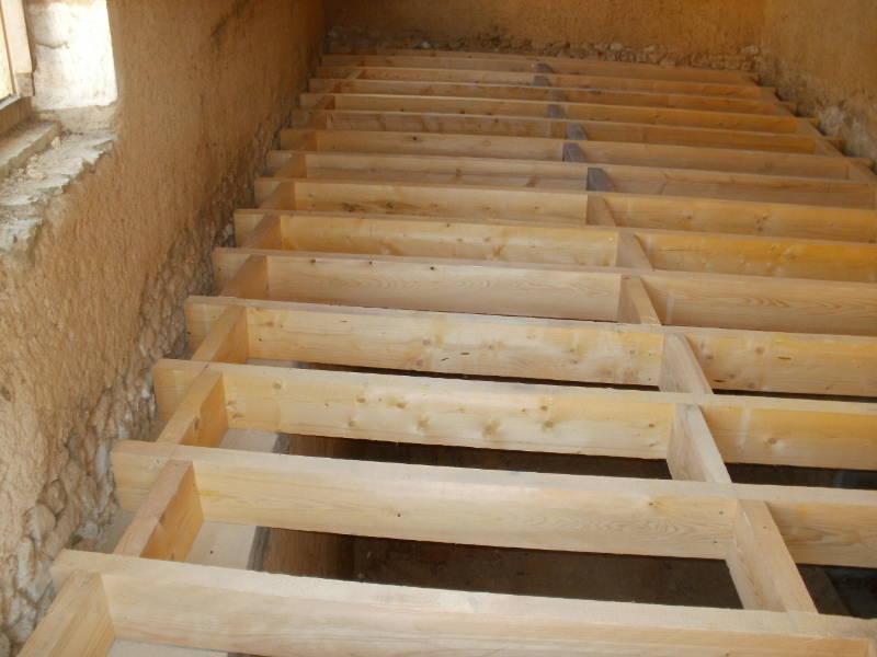 Réfection de solivage en sapin traité dans habitation à Neuvy Saint Sépulchre