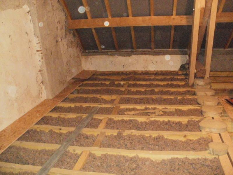 charpente traditionnelle sur plancher bois. Black Bedroom Furniture Sets. Home Design Ideas