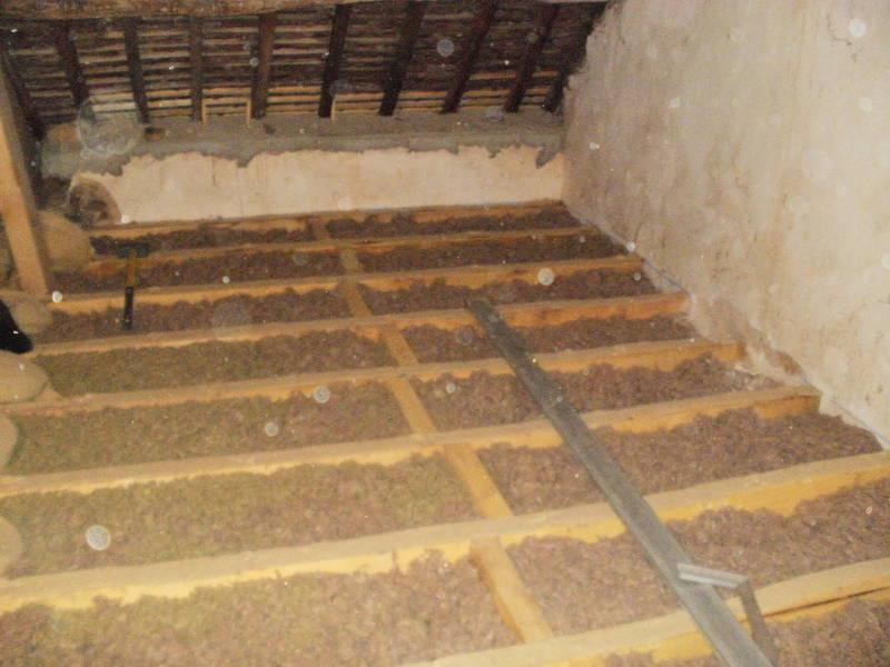 Cr ation de solivage en sapin trait avec plancher bois dans habitation orsennes 36 sarl - Faire un plancher en bois dans un garage ...