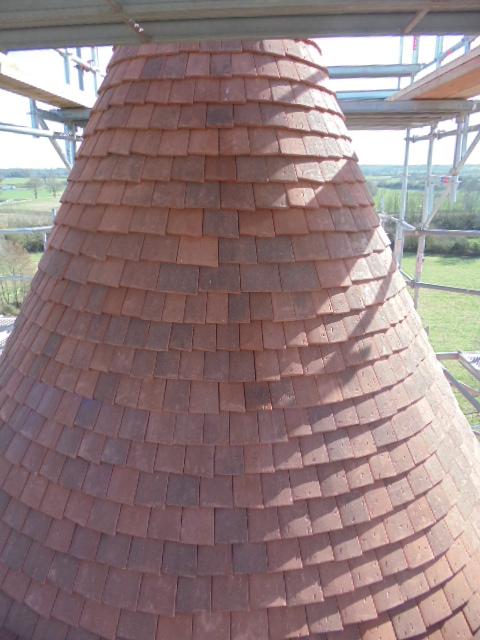 Tuile Terreal Prieuré sur tour ronde au château de Celon 36200